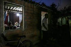巴西-圣保洛- ONG Sermig -在一小的favela的宽容干预 免版税库存图片
