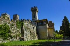 巴迪亚都市风景在塔瓦尔内莱瓦尔迪佩萨的自治市的吉安迪小山浸没的Passignano在托斯卡纳 免版税库存照片