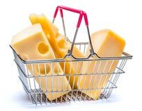 巴马干酪和切达干酪在小购物车 库存照片