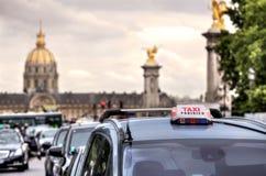 巴黎人出租汽车符号。 巴黎,法国。 库存照片