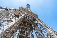 巴黎人旅馆和手段美丽的埃佛尔铁塔地标  库存图片