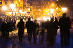 巴黎人晚上 库存照片