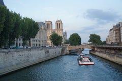 巴黎人看法视域,塞纳河,桥梁-法国 图库摄影