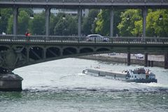 巴黎人看法视域,塞纳河,桥梁-法国 免版税库存照片