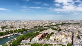 巴黎从艾菲尔铁塔,巴黎,法国的视图地平线 免版税库存照片
