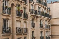 巴黎典型的建筑学  免版税图库摄影