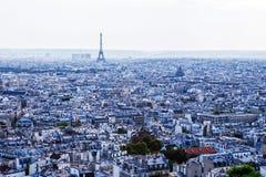 巴黎和从Basilica de Sacre Coeur教会看见的艾菲尔铁塔 库存图片