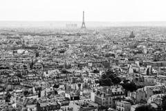 巴黎和从Basilica de Sacre Coeur教会看见的艾菲尔铁塔 图库摄影