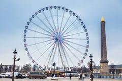 巴黎和卢克索方尖碑轮子在协和广场的在一个冷的冬日 库存图片