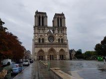 巴黎圣母院在一阴天 免版税库存照片