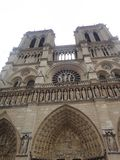 巴黎圣母院大教堂是那个巴黎的最著名的标志在一个夏日 免版税库存图片
