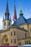 巴黎圣母院安特卫普圣母大教堂,在卢森堡的Kathedral Notre Dame或Cathédrale Notre Dame的垂直的图片 库存照片