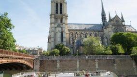 巴黎圣母院教会大教堂白天掀动和平底锅录影 影视素材