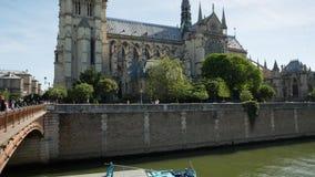巴黎圣母院教会大教堂白天掀动和平底锅录影 股票录像