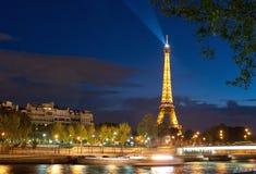 巴黎在晚上之前 库存图片