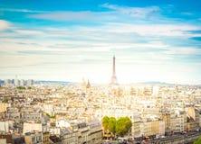 巴黎地平线有埃佛尔铁塔的 库存图片