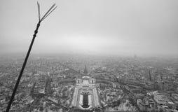 巴黎地平线红外鸟瞰图从埃菲尔拖曳的顶端 图库摄影