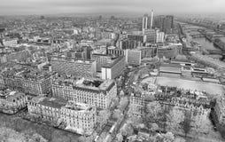 巴黎地平线红外鸟瞰图从埃菲尔拖曳的顶端 库存图片