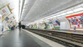 巴黎地铁平台timelapse 它是那个最大的地下系统在世界上 法国巴黎 股票视频