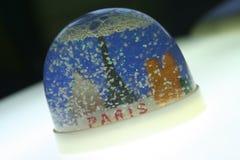 巴黎塑料雪纪念品 免版税库存照片