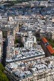 巴黎屋顶在一个清楚的夏日 免版税库存照片