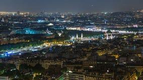巴黎市和塞纳河空中夜timelapse视图在艾菲尔铁塔上面射击了  股票视频