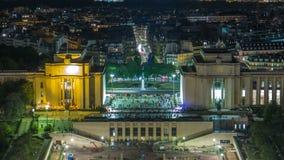 巴黎市和塞纳河空中夜timelapse视图在艾菲尔铁塔上面射击了  影视素材