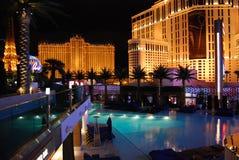 巴黎旅馆和赌博娱乐场、行星好莱坞渡假胜地和娱乐场,拉斯维加斯,小条,夜,手段,广场,平衡 图库摄影