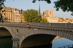 巴黎桥梁  图库摄影