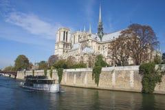 巴黎河游览 库存图片