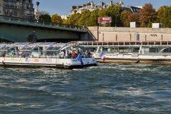 巴黎的图片,当走沿河塞纳河时 免版税库存照片