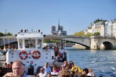 巴黎的图片,当走沿河塞纳河时 库存图片