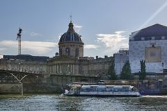 巴黎的图片,当走沿河塞纳河时 库存照片