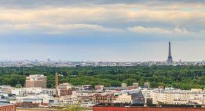 巴黎看法和它的艾菲尔铁塔和蒙巴纳斯耸立 免版税库存照片