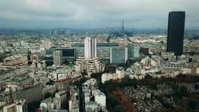 巴黎都市风景和埃佛尔铁塔空中射击如被看见从蒙巴纳斯地区,法国 免版税库存照片
