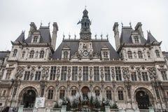 巴黎香港大会堂Hotel de在冬天采取的Ville在一个多云下午期间 市政厅主持巴黎政府 免版税库存照片