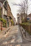 巴黎,法国, 2017年3月31日:巴黎人街道的典型的看法 巴黎建筑学和地标  免版税库存照片