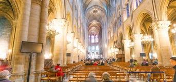 巴黎,法国- 2012年12月:著名Notre Dame猫内部  免版税库存照片