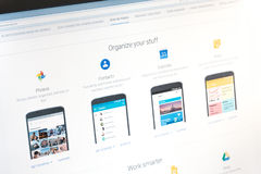 巴黎,法国- 2017年6月14日:在谷歌申请的特写镜头(照片,联络,日历,保持)对机器人电话和片剂 免版税库存图片