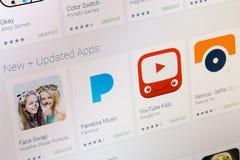 巴黎,法国- 2017年6月14日:最佳的滑稽的apps可利用在谷歌戏剧 谷歌戏剧是提供自由或有偿的appl的一个大图书馆 免版税图库摄影
