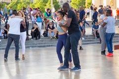 巴黎,法国- 2017年6月24日:跳舞在地方de Trocadero的未知的青年人 库存图片