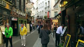 巴黎,法国- 2017年10月7日 沿巴黎人餐馆走在旅游地方 云香圣徒Severin是一  库存图片