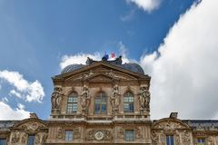 巴黎,法国10月11日 2017年 天窗或罗浮宫,是世界` s最大的美术馆和一座历史的纪念碑在巴黎 免版税图库摄影