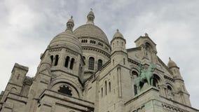 巴黎,法国- Sacre Coeur蒙马特天Timelapse蓝天移动的云彩 股票录像
