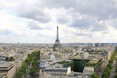 巴黎, 2017年7月:巴黎市地平线有艾菲尔铁塔的从a 库存照片