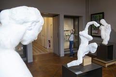 巴黎, 2017年12月30日:由rodin的雕塑在musee rodin里面在巴黎 图库摄影
