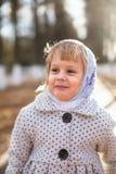 围巾的逗人喜爱的小女孩 免版税库存照片