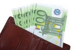 货币在您的钱包里 100欧元几张票据  隔绝在wh 免版税库存图片