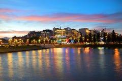 市中心在晚上微明下 大叻 库存图片
