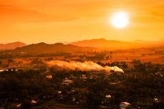 市中心的严重的风景在日落的 库存照片